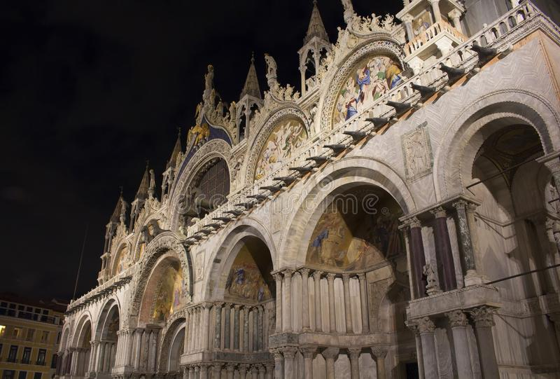 Fassadenansicht von St- Mark` s Basilika lizenzfreies stockfoto