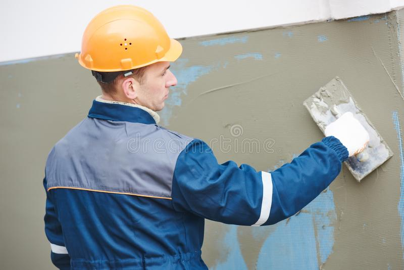 Fassadenarbeit Fiberglas, das die Masche vergipsend benutzt für Gipsarbeit verstärkt lizenzfreie stockfotos