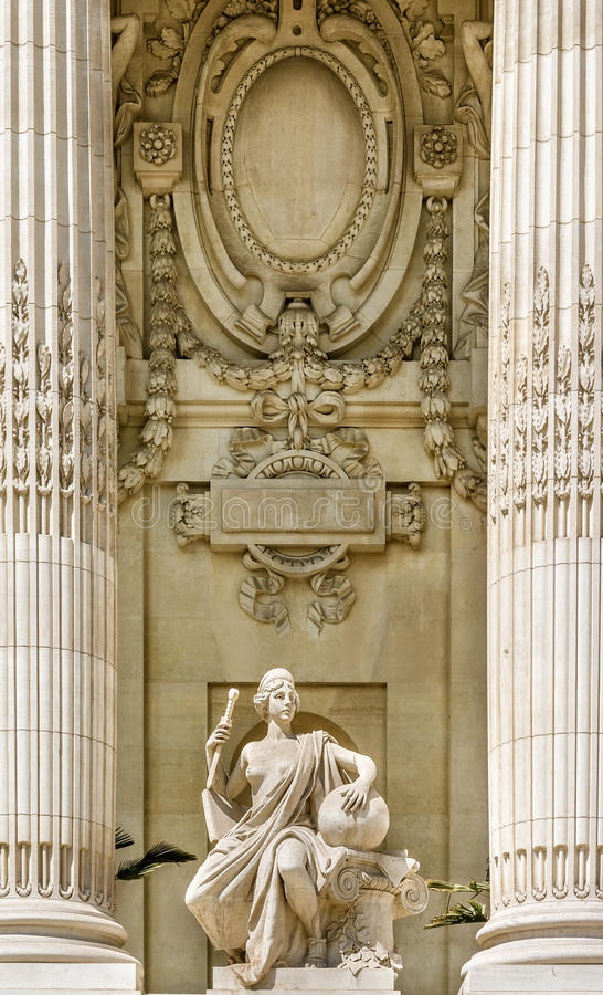 Fassadendetail von großartigem Palais, Paris lizenzfreies stockfoto