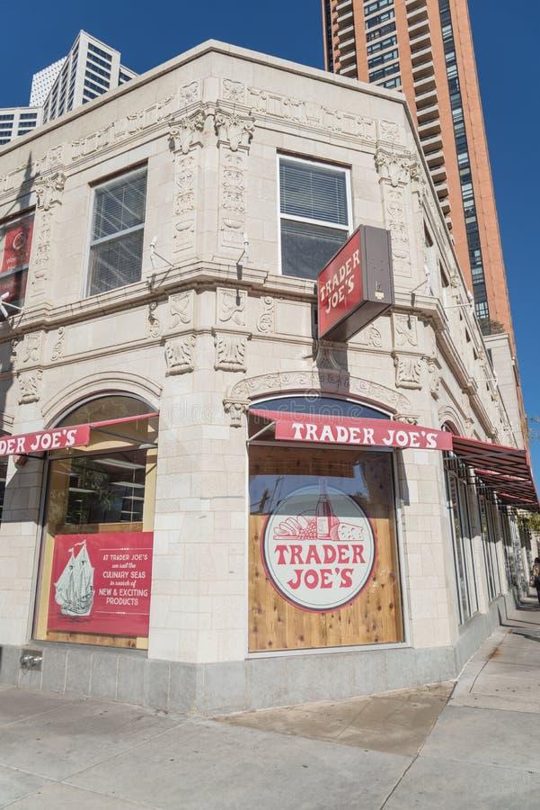 Fassadeneingang Händler-Joes des Rabatteinzelhändlers in im Stadtzentrum gelegenem Ch lizenzfreies stockbild