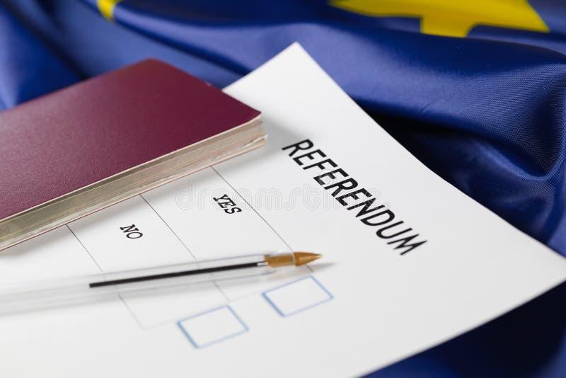 Fassen Sie JA im Fokus auf einem EU-Referendumstimmzettel ab stockfotos