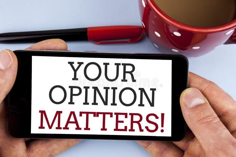 Fassen Sie Schreibenstext Ihr Meinungs-Angelegenheits-Motivanruf ab Das Geschäftskonzept für Kunden-Feedback-Berichte sind geschr stockbild