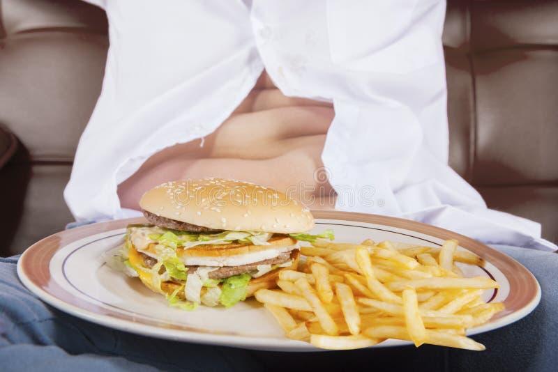 Fast food z potbelly chłopiec fotografia stock