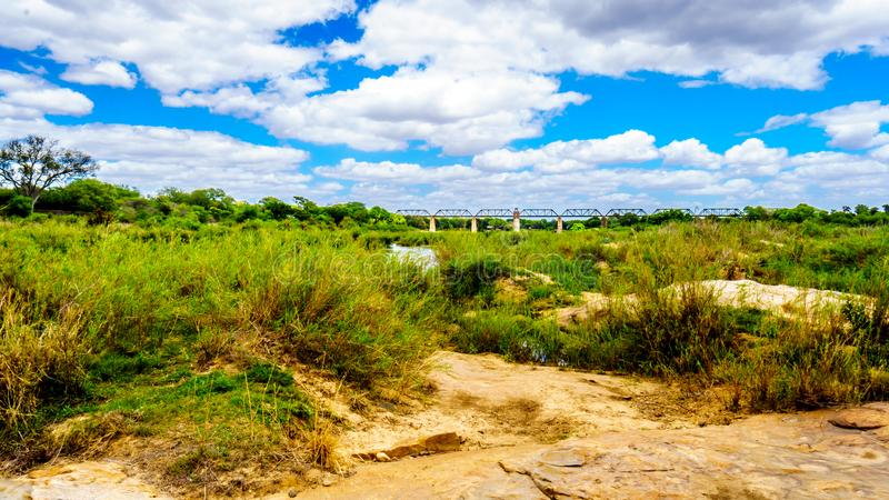 Fast trockene Sabie River in zentralem Nationalpark Kruger lizenzfreie stockbilder