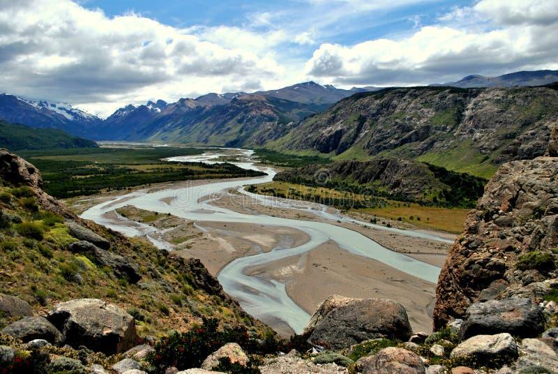 Fast trockener Fluss stockbild