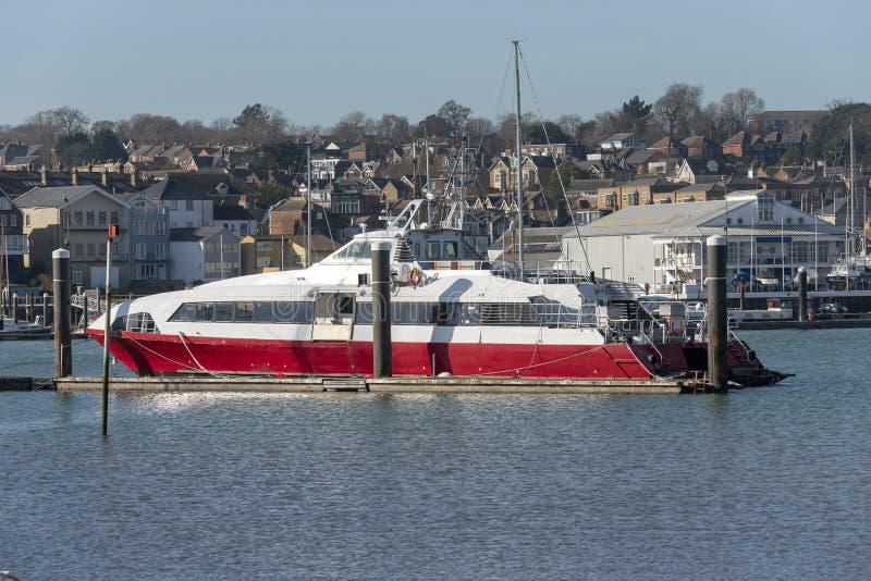 Fastcat停泊的客船,河麦地那,怀特岛郡,英国 免版税图库摄影