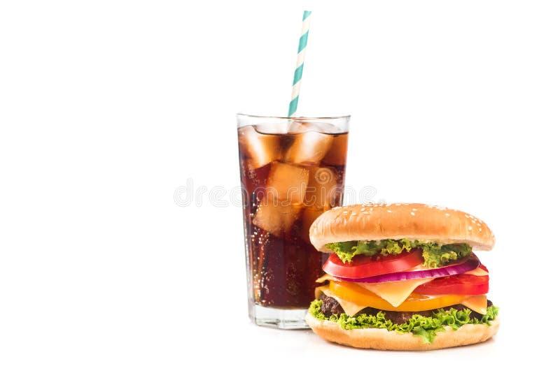 fastfoodmellanmål med hamburgare- och colaexponeringsglas royaltyfri fotografi