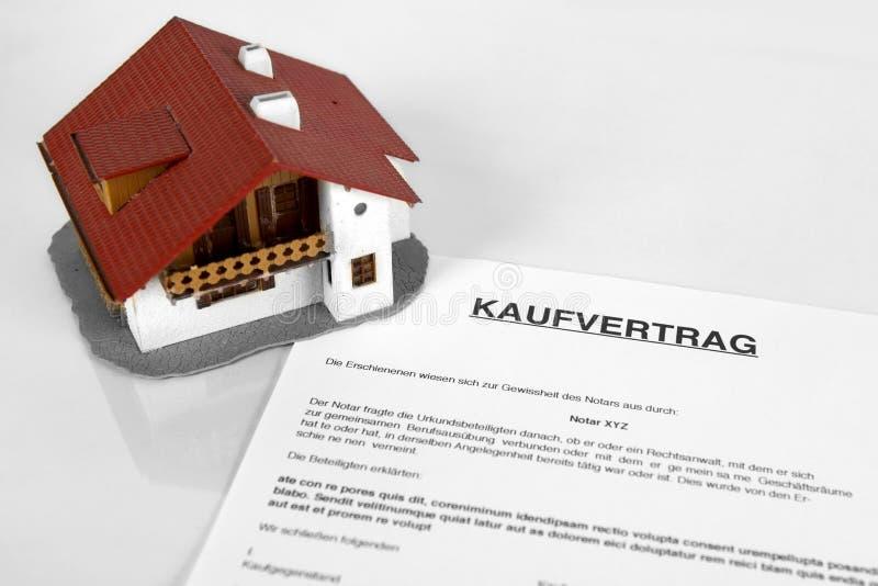 Fastighetavtal - med det tyska ordet Kaufvertrag arkivfoto