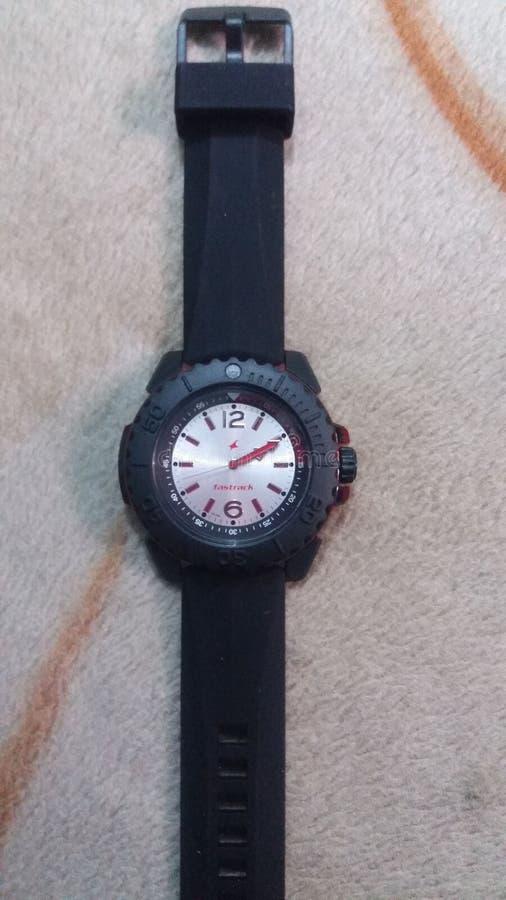 Fastrack-Uhr mit stilvoller Skala stockbild