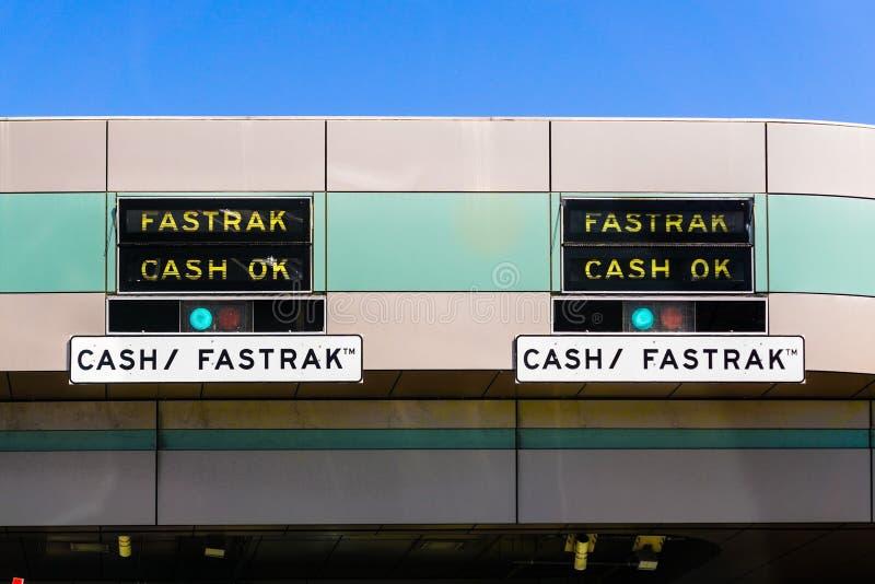 Fastrak-Bargeld O.K.-Zeichen an der Gebührnpiazza stockfotografie