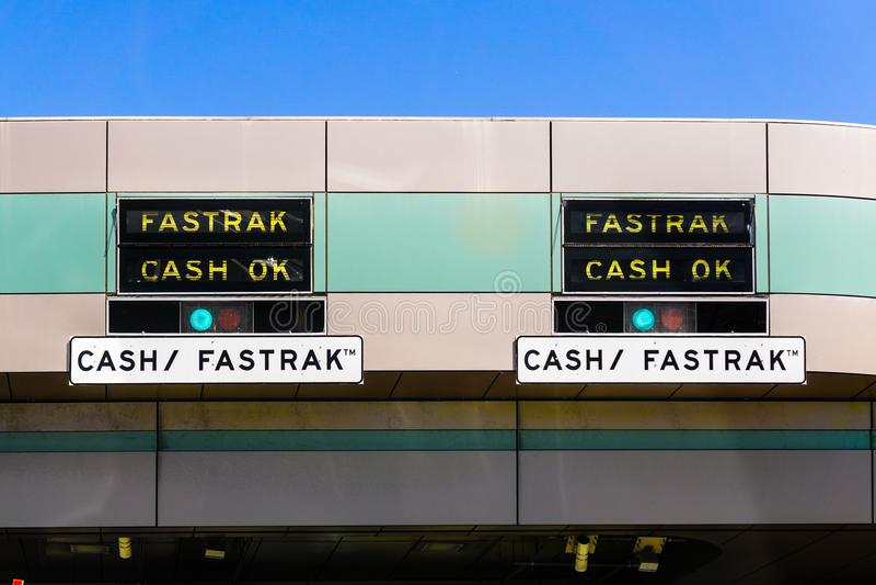 Fastrak OK Gotówkowy znak przy opłata drogowa placem fotografia stock