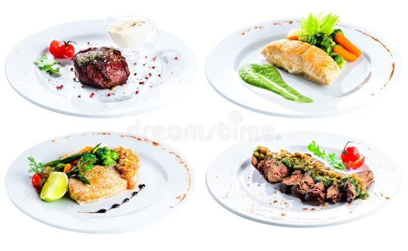 Fastställd läcker biff tjänade som på en vit platta för menyn, närbild I arkivbilder