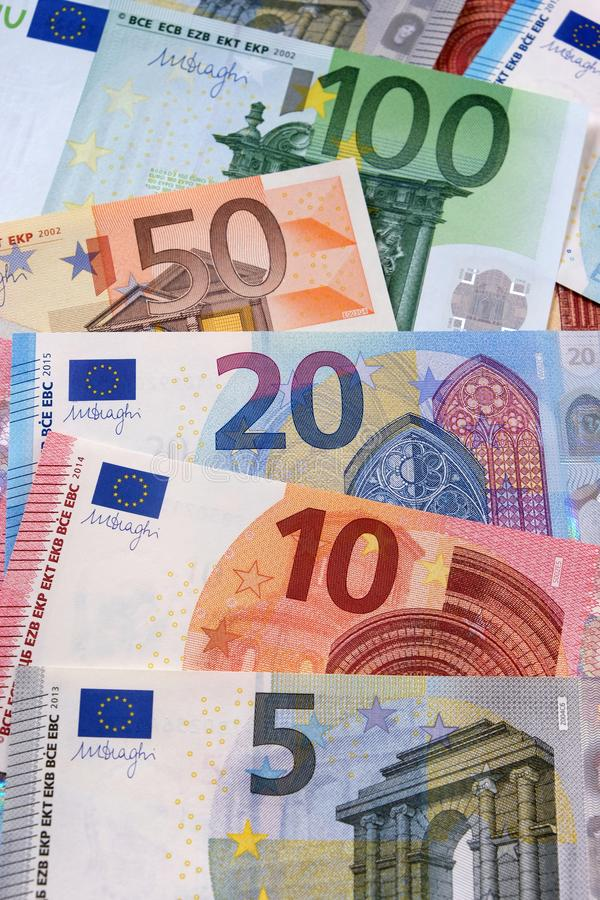 Fastställd lodlinje för olika eurovalutaanmärkningar arkivfoton