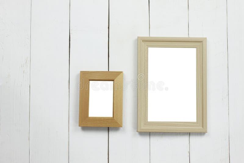 Fastställd träbildram av mellanrumet på det vita trägolvet fotografering för bildbyråer
