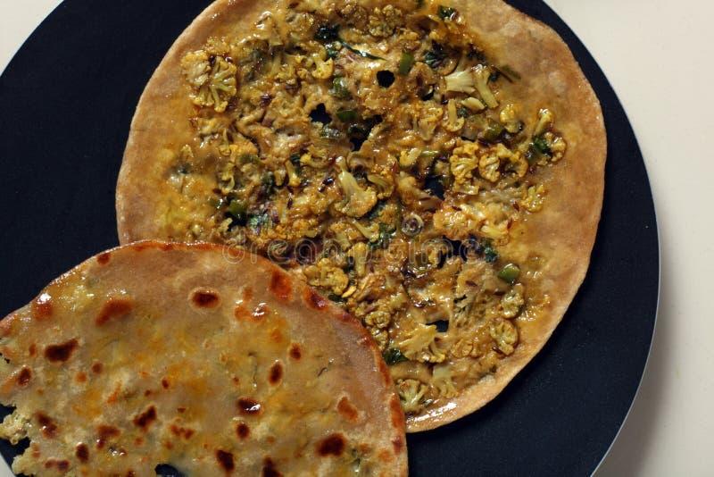 Faszerujący Gobi Paratha jest Indiańskim flatbread. obrazy stock
