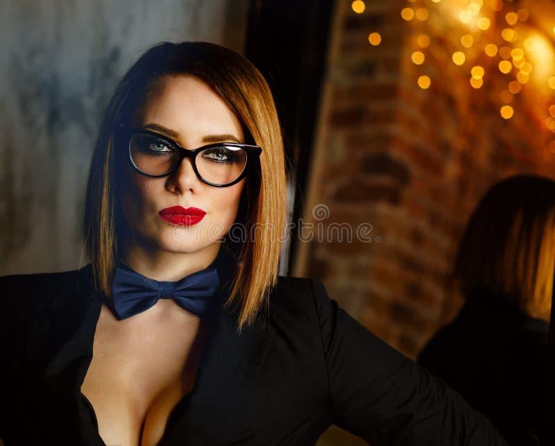 Fatale Femme с стеклами стоковые фотографии rf