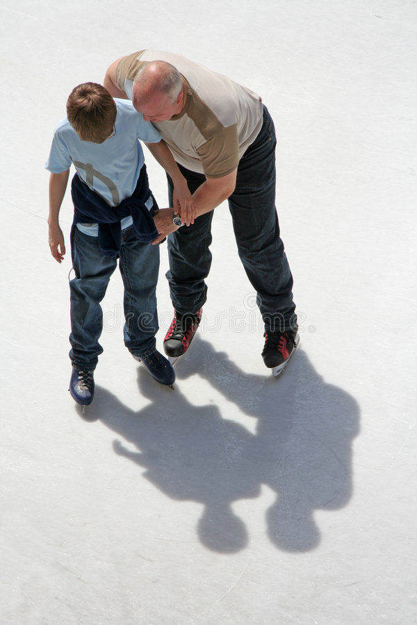 Free Father And Son Ice Skating Royalty Free Stock Images - 700699