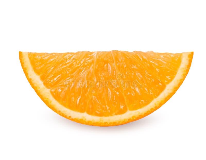 Fatia alaranjada do fruto isolada no fundo branco com grampeamento do pa imagem de stock