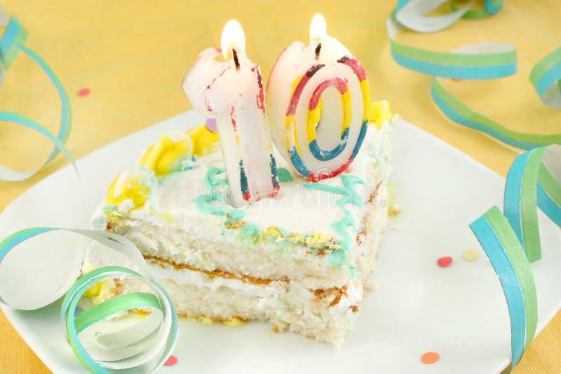 Fatia de décimo bolo de aniversário foto de stock