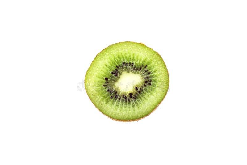 Fatia de fruto de quivi isolada no fundo branco imagens de stock royalty free