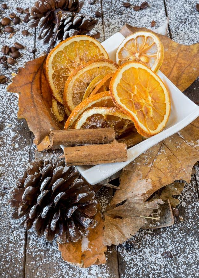 A fatia de laranja e de limão secou agrumes imagens de stock