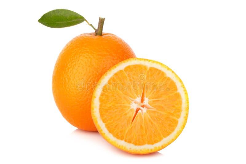 Fatia de laranja fresca isolada no fundo branco fotografia de stock royalty free