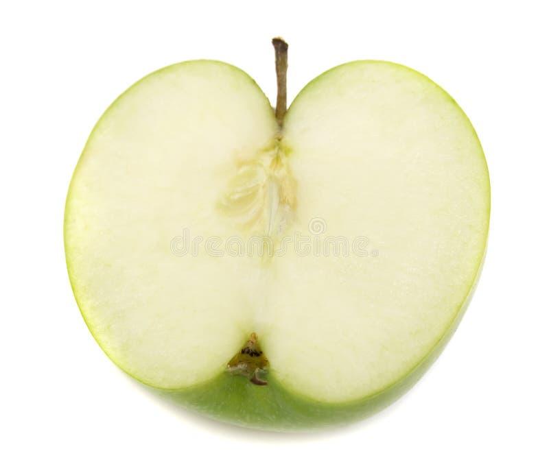 Fatia de maçã verde no branco foto de stock