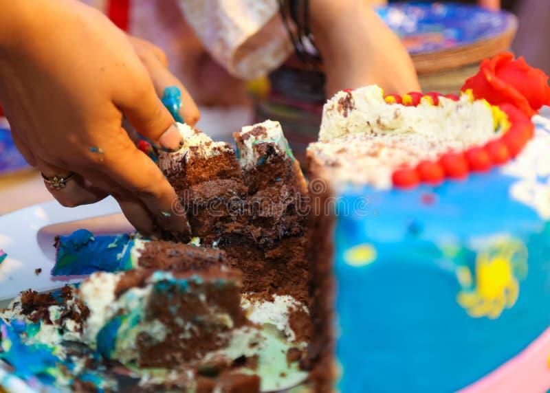 Fatia do bolo de aniversário foto de stock royalty free