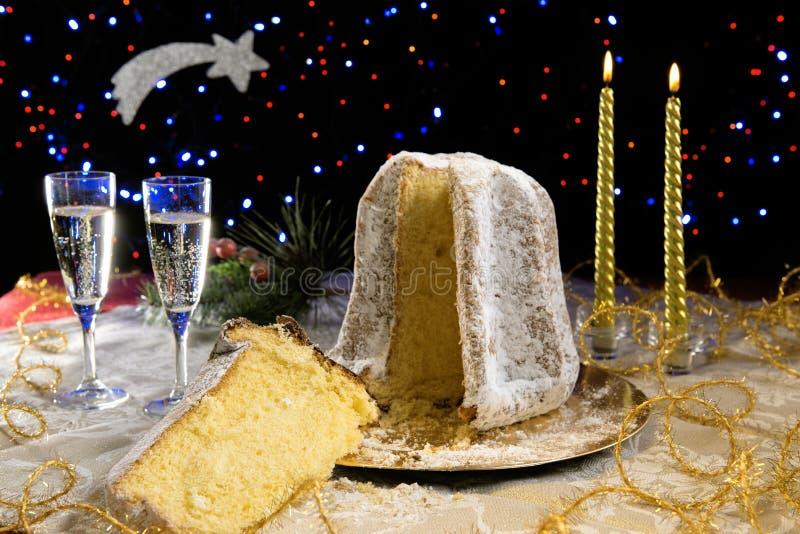 Fatia do bolo do Natal de Pandoro com açúcar de crosta de gelo foto de stock royalty free