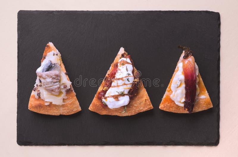 Fatia do gourmet da pizza fotos de stock royalty free