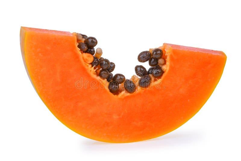 Fatia madura fresca da papaia isolada no fundo branco imagem de stock royalty free