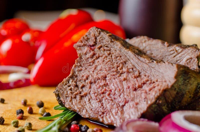 Fatia suculento macia de carne assada fotografia de stock royalty free