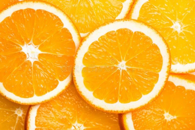 Fatias cortadas redondas de laranjas orgânicas suculentas maduras Configuração lisa da opinião superior do teste padrão Ilustraçã imagens de stock royalty free