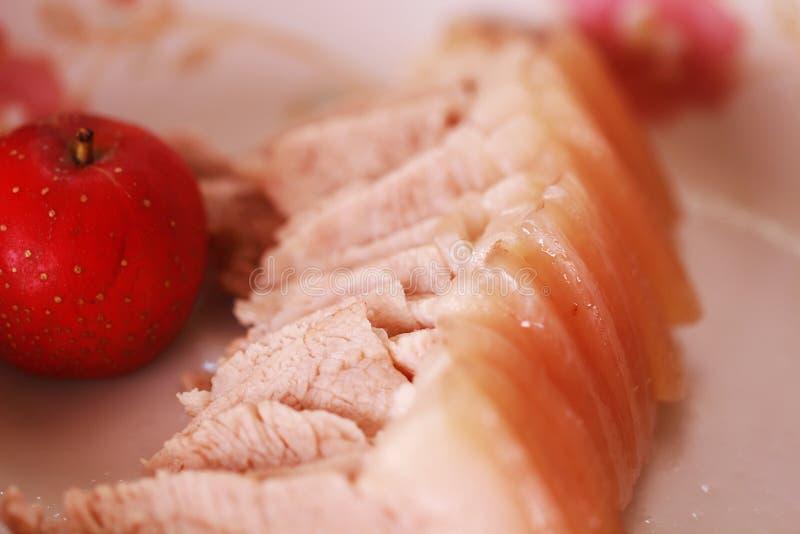 Fatias cozinhadas dobro da carne de porco com espinho fotografia de stock