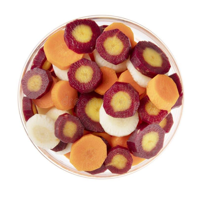 Fatias da cenoura no branco fotografia de stock royalty free