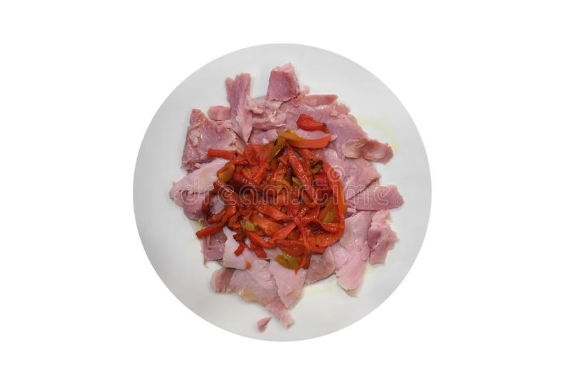Fatias de carne com pimenta vermelha em uma placa isolada no fundo branco fotos de stock royalty free