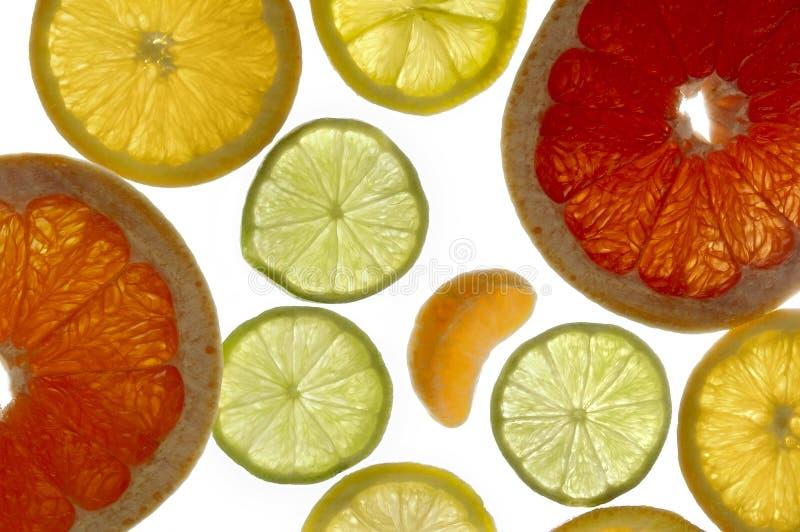 Fatias de laranja, de limão, de cal e de pamplumossa fotos de stock royalty free
