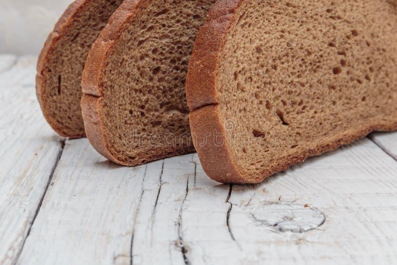 Fatias de pão de centeio imagens de stock