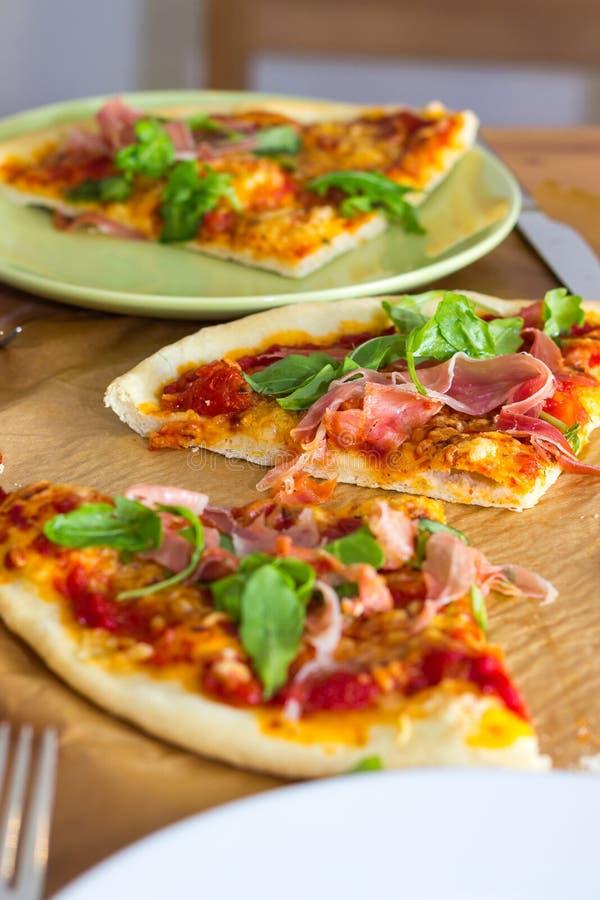 Fatias de pizza italiana do estilo fotografia de stock royalty free