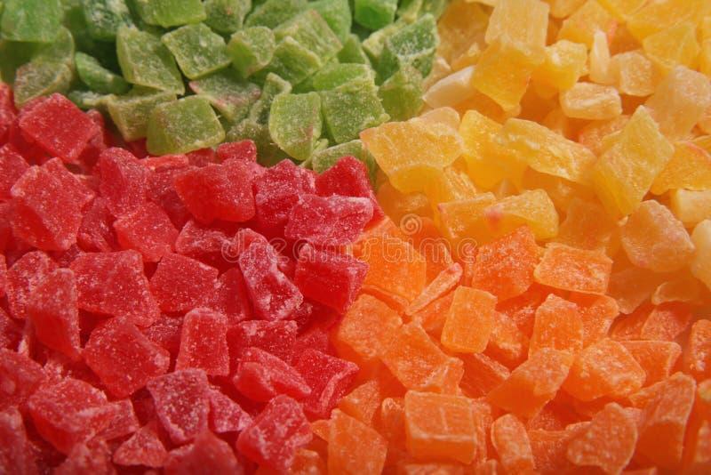 Fatias do abacaxi na placa Quatro cores Fruta cristalizada fotos de stock