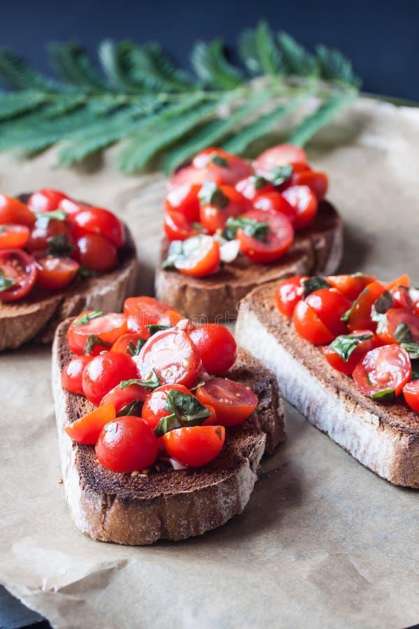 Fatias do bruchetta do tomate foto de stock