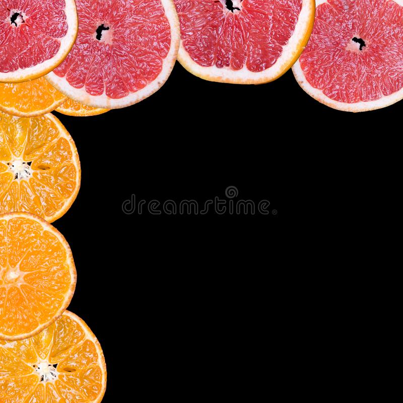 Fatias do fruto em um fundo preto foto de stock