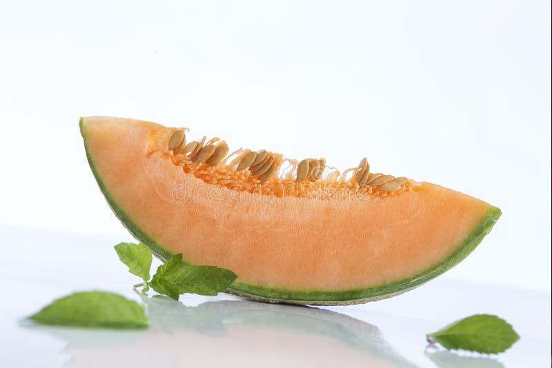 Fatias do melão do cantalupo com espaço da cópia imagens de stock