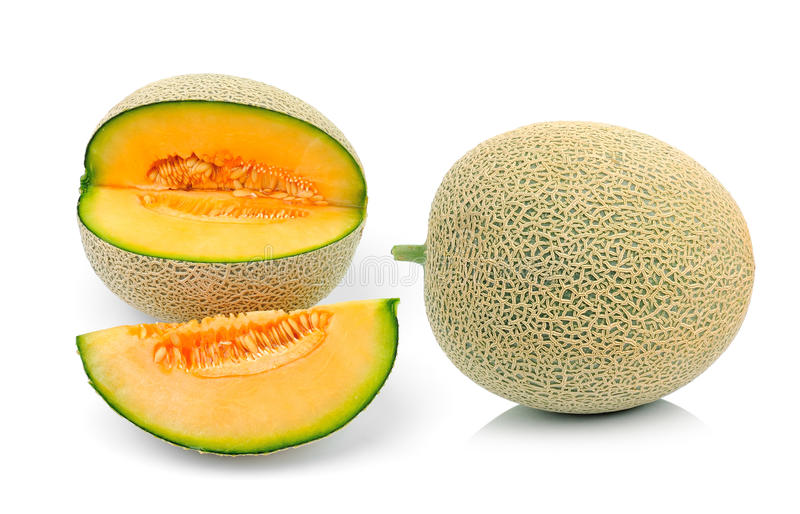 Fatias do melão do cantalupo isoladas no branco fotos de stock royalty free