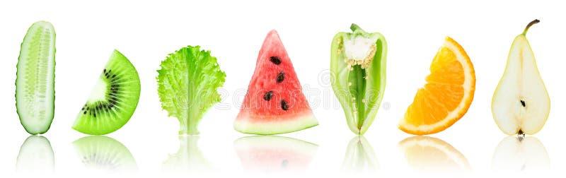 Fatias frescas das frutas e legumes imagens de stock royalty free