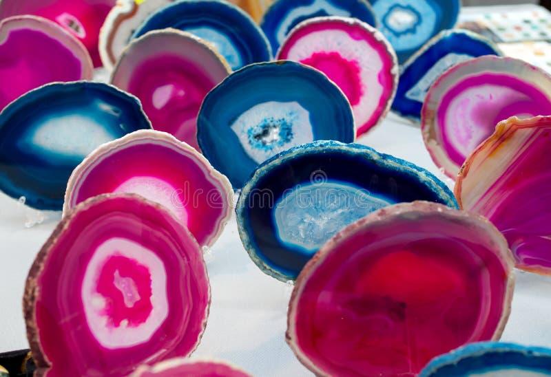 fatias Multi-coloridas de pedra semipreciosa da ágata das pedras foto de stock