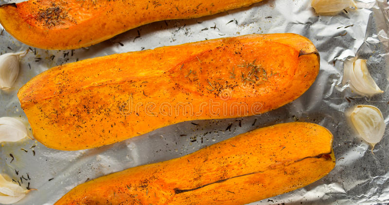 Fatias Roasted da abóbora do butternut imagem de stock royalty free
