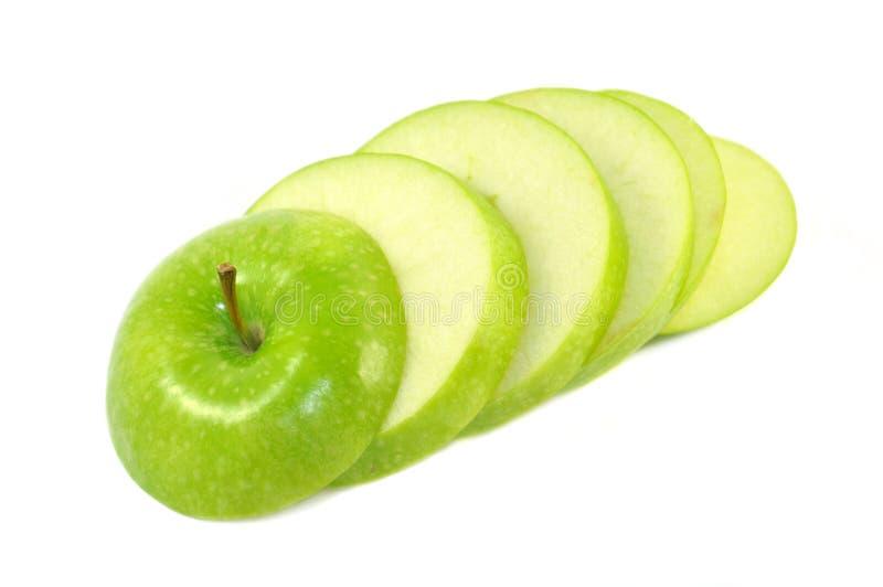Fatias saborosos de maçã verde isoladas fotografia de stock royalty free