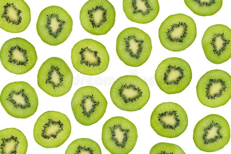 Fatias verdes de fruto de quivi isoladas no fundo branco, tiro aéreo Teste padrão fotográfico cortado do quivi, vista superior fotografia de stock royalty free