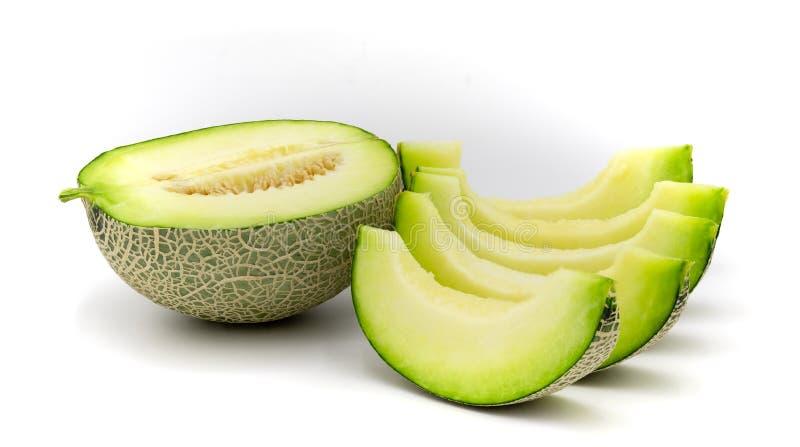 Fatias verdes do melão isoladas no fundo branco foto de stock